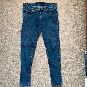 """Guess """"power skinny"""" jeans size 26"""